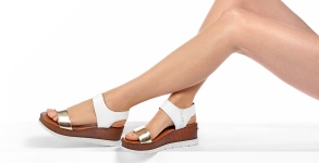 russell-bromley-delux-flatform-sandal