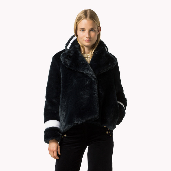hilfiger-faux-fur-peacoat-model