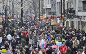 crowds-sales-shopping