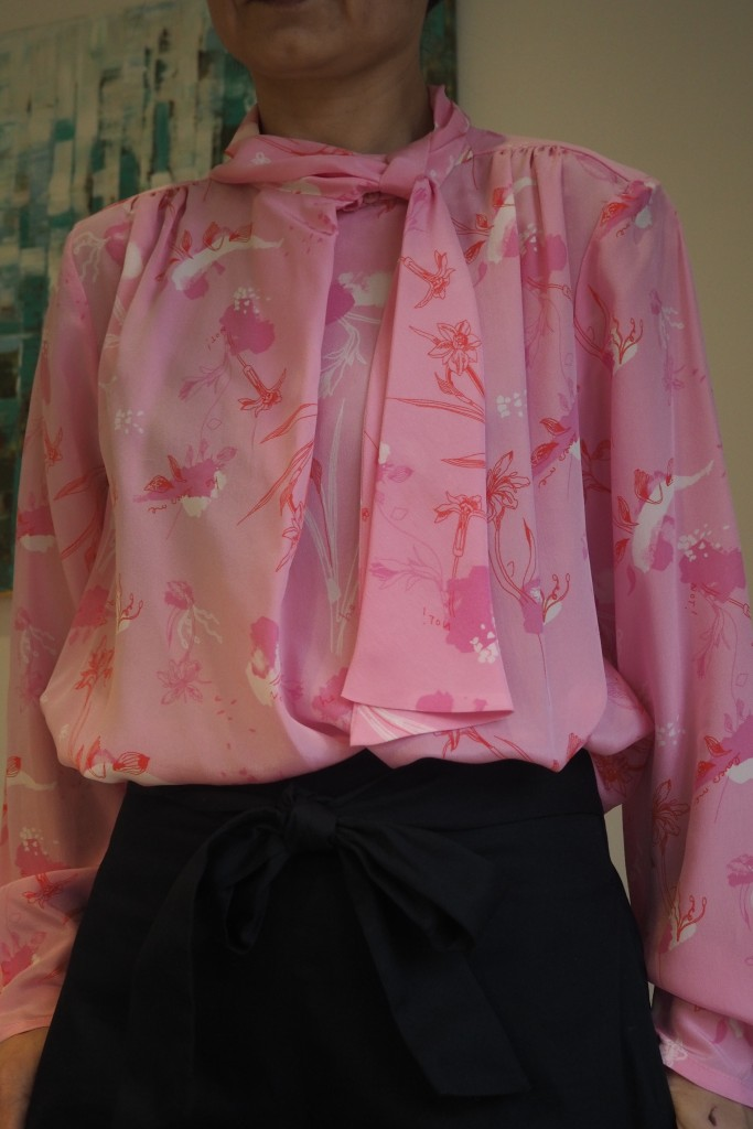 Lovely tie-neck detail and print
