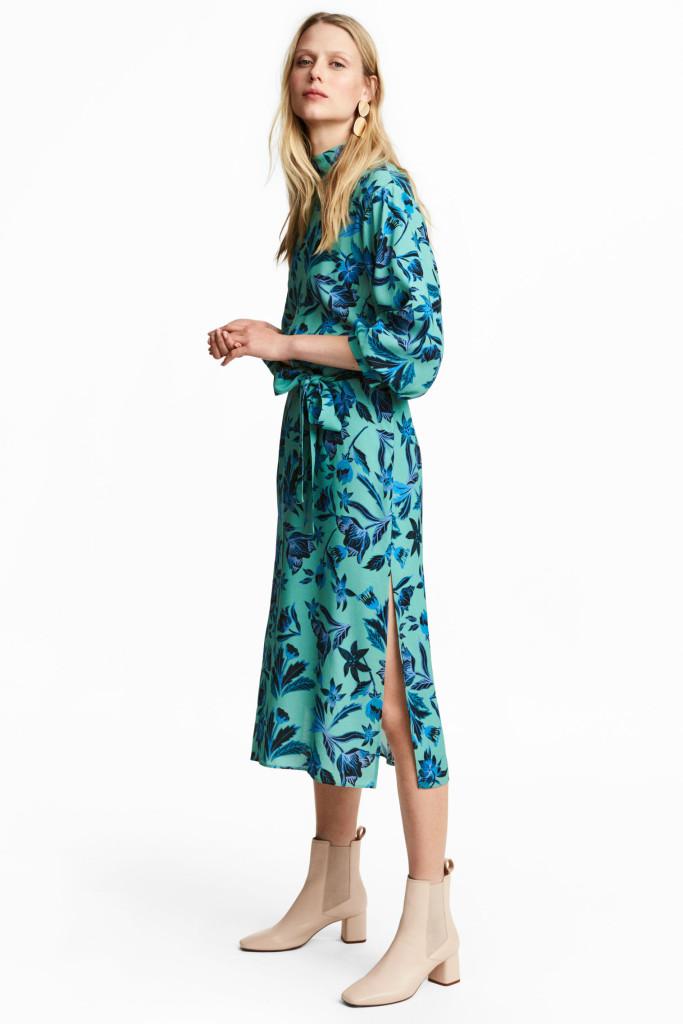 hm-puff-sleeve-dress-model