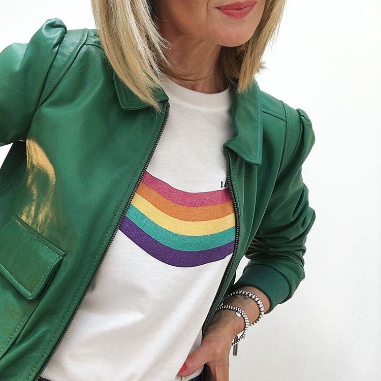 sara-rainbow-tee